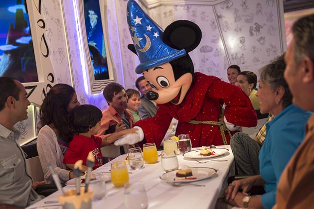 Desayuno con los personajes